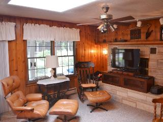 Mary`s Place. Spacious Family Gathering close to Van Buren State Park Beach., South Haven