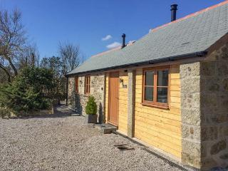 THE CARTHOUSE all ground floor, barn conversion , woodburning stove, WiFi in Coverack Ref 935450