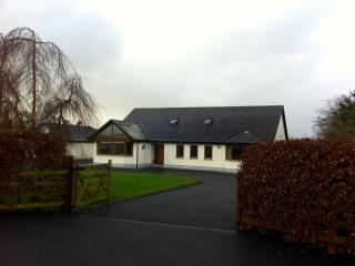 Curraquill, Nr Dromineer, Nenagh- spacious