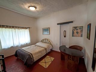 2 medium-size rooms in a dreamlike house, Tepoztlan