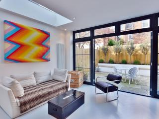 Beautifully Designed 2 Bedroom Apartment in West London
