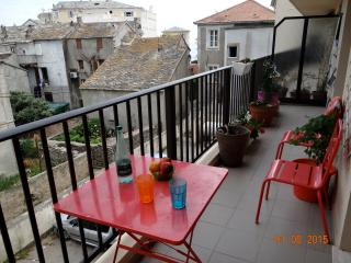 Spacious apartment in lovely seaside village