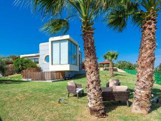 Paradise Villa, Maleme