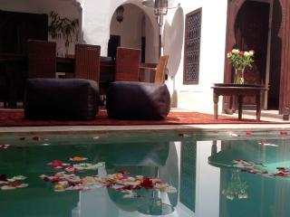 DAR SHARIQ WHOLE RENT WI-FI & POOL, Marrakech