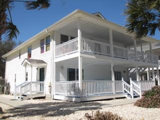 Close to beach! Ground Floor: 3 Bedrooms and Pool, Noord Myrtle Beach
