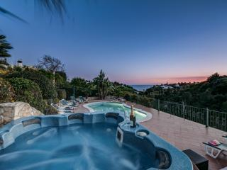 Hot tub with sea view