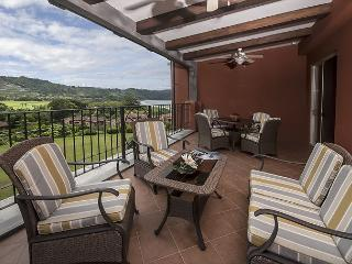 Picture Perfect Paradise Condo w/rainforest & Ocean view + amenities!