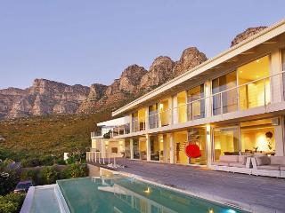 Majestic 5-Star Camps Bay Villa - The Falcon