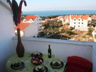 Modern homely apt with great sea views, Supetar