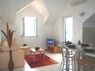 Tastefully Furnished Apartment with Great Sea Views, in a Quiet Neighbourhood