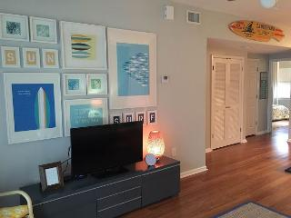 Just $140/nt thru 9/30! Beautifully-decorated 2br in J bldg; steps from Gulf!, Pensacola Beach