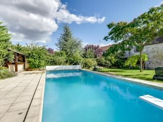 Gorgeous house with a swimming pool, Soisy-sur-Ecole