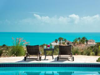 2 Bedroom Villa with sweeping views, Turtle Cove