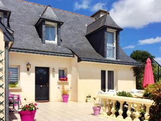 Peaceful house with flower garden, Tregomeur
