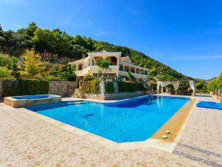 Villa Akros and Suites