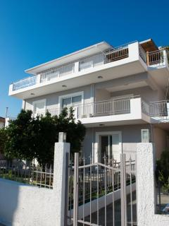 REGALO 2-BED FLAT IN KARIOTES/ FLAT 6