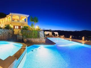 Villa Akros, Limni Keri