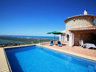 Comfortable Villa with pool and stunning view, Pego