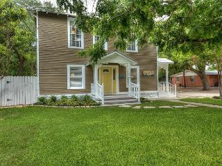 River Town Retreat Unit B - Just blocks from the Comal river!