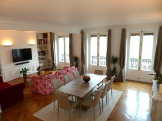Huge 140 m2  3Br center of Paris