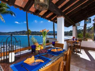 CASA ALMA -Beachfront 2 bed/1 bath, pool, views