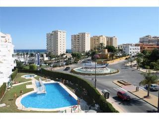 Moderno apartamento de 100 m2 en frente del puerto, Estepona