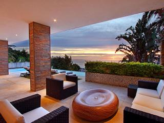 5-Star Triple Level Camps Bay Villa - Villa Felicity