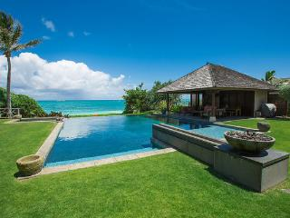 Hale Ohana -Luxury home/Sandy Beachfront/Infinity Pool/AC/7 Bedrooms