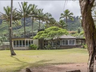 Kekela Nui Beachfront - 6 BR, Sandy Beach, Game room, Large yard