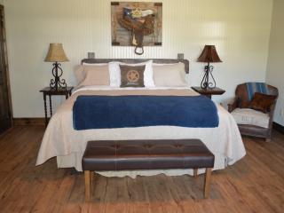 Texas Pride@Vineyard Trail Cottages, Fredericksburg