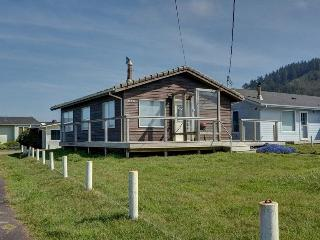 OceanSide Beach Cottage At Yachats ~ RA5831