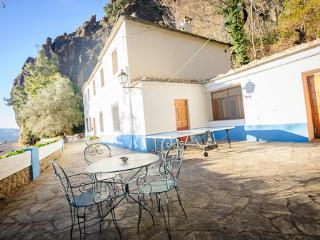 Gran Casa rural en la Alpujarra de Granada, Lobras