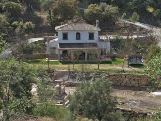 Andalusian villa with private river and big garden, Coín