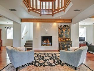 Luxurious 2-Suite Lodge Only 1.5 Mi to Lake Tahoe!