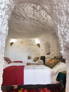 El dormitorio de tres camas, luminoso y amplio.