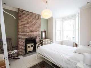 Stylish 3Bed House 5min To Station, Londen