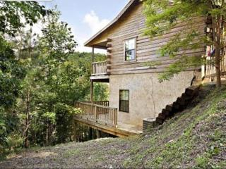 Old Glory Cabin!! Near Dollywood, 3BR, 2BA, Mountain View, Hot Tub, WiFi