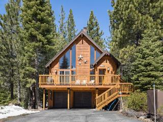 Dog-friendly home w/ shared hot tub, pool, near ski and beach!, Truckee