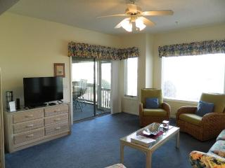 *REDUCED* Tidewater Club House Villa Retreat!, North Myrtle Beach