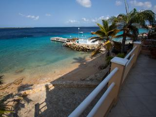 Vista Blue Apartment - Ocean front with spectacular views from the terrace, Kralendijk