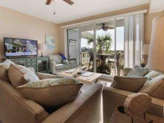 Stunning Town Home in the Little Harbor Marina Community, Book Now!