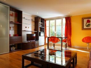 rue Lord Byron Jardin 75008 PARIS - 208008