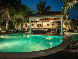 Tropical Villa Near the beach - Paseo del Lago, Punta Cana