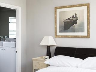 onefinestay - Longbeach Road private home, Londres