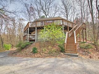 6BR Gatlinburg House w/Pool Table & Hot Tub!