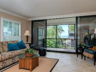 Luxurious 2B/2B Condo Steps to the Beach