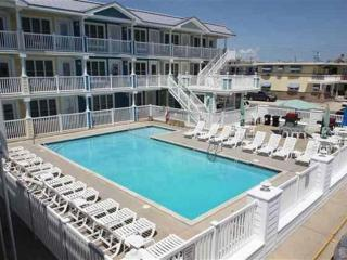 Beautiful Condo two Blocks from beach views decks, Wildwood Crest