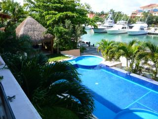 Puerto Aventuras charming community in Rivera Maya