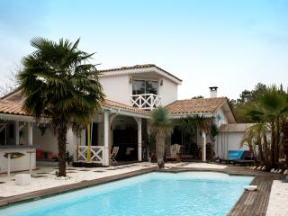 Villa with  pool on a golf course, Gujan-Mestras