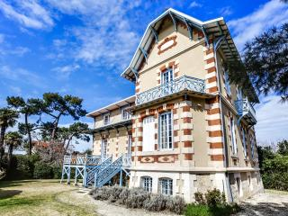 Elegant Arcachon home in the winter city